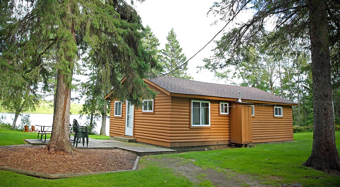 Upscale resort cabins half moon trail resort park for Rustic home decor park rapids mn